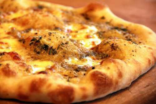 И мы знаем три правила, которые необходимо соблюдать, чтобы наша пицца получилась красивая, сочная и вкусная