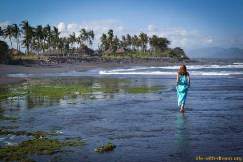 Пляжи с черным песком на острове Бали Фото-прогулка