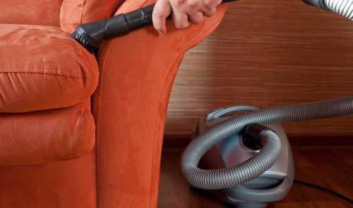Как отчистить мягкую мебель и ковры