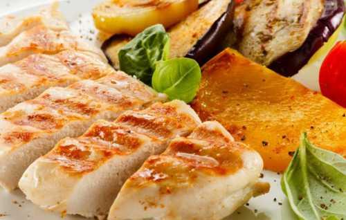 Глазунья, яичница с отварным мясом, зеленью, сыром, капустой, в специальной форме, в контейнере, яичница в стакане в микроволновке из яиц можно приготовить множество блюд