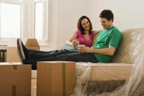 Готовиться к переезду, очень тщательно укладывая вещи, упаковывая каждую мелочь такой сон предупреждает, что вы слишком придирчиво относитесь к любому предложению чтото изменить в своей жизни, в том числи и в личной
