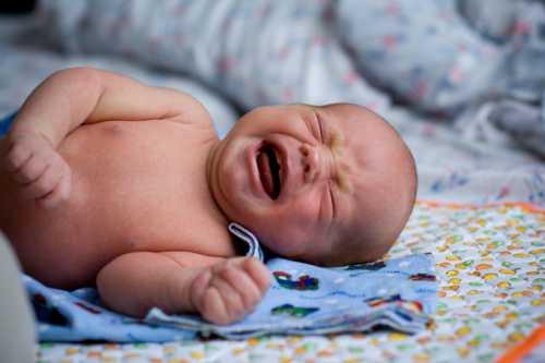 Введение продуктов из списка ограничений необходимо очень медленно, по одному продукту в дней, чтобы контролировать реакцию ребенка