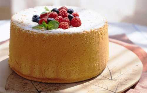 С Как испечь в домашних условиях бисквит, по вкусу неотличимый от настоящей творожной шарлотки