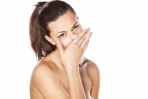Воспалительные процессы снаружи и внутри носа, появление пятен с гноем определяют существующую патологию волосяных фолликулов