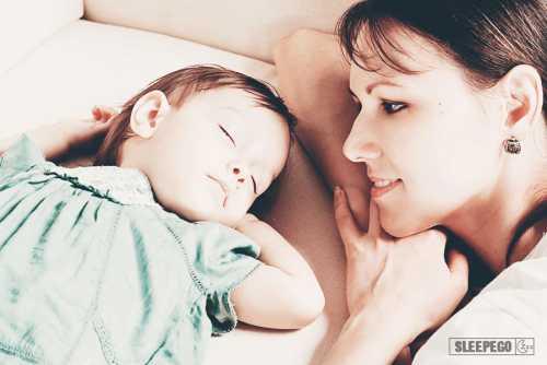 Нельзя позволить малышу уснуть возле груди
