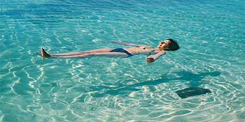 Если в процессе плавания возникло чувство незабываемого удовольствия, то такой сон предвещает исполнение практически всех желаний в реальной жизни